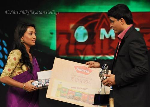 Annesha Ghosh shares stage with Sourav Ganguly on the sets of Dadagiri Season 4